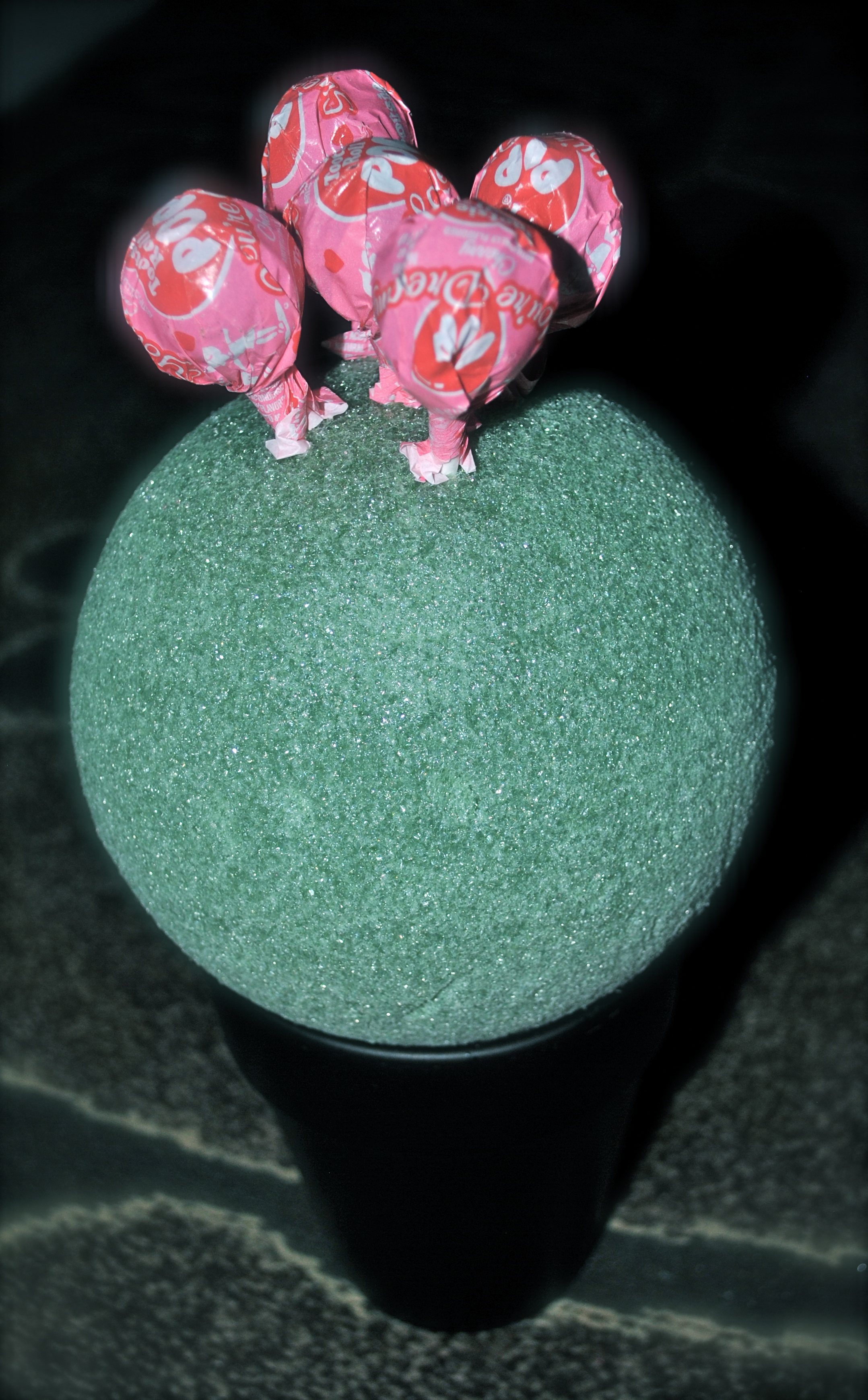 day 58: get crafty/ minnie mouse table decor, treat favors, diy
