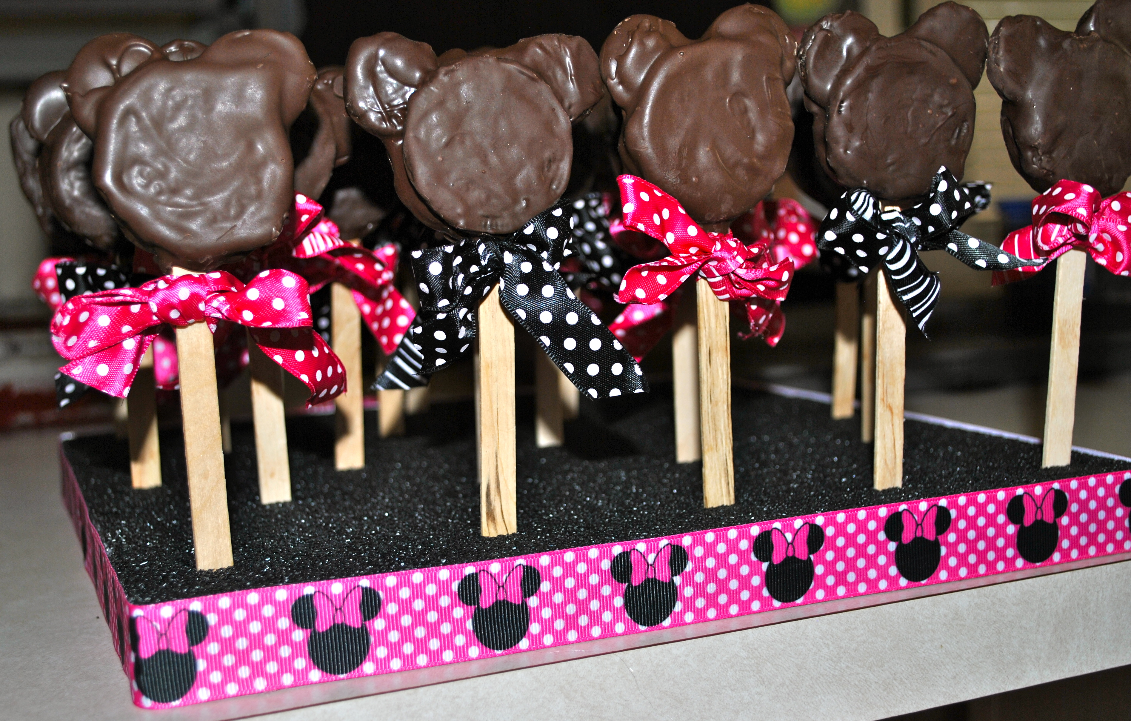 Day 62 Baking Away Chocolate Dipped Minnie Mouse Oreo
